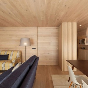 Seafront-Oak-Wood-Themed-Apartment-by-Pitagoras-Group-07-768x512